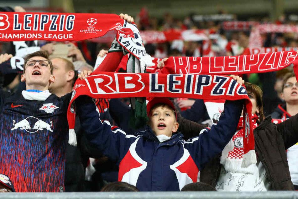 Im Schnitt besuchten 40.655 Fans die bislang neun Heimspiele in Bundesliga und Champions League.