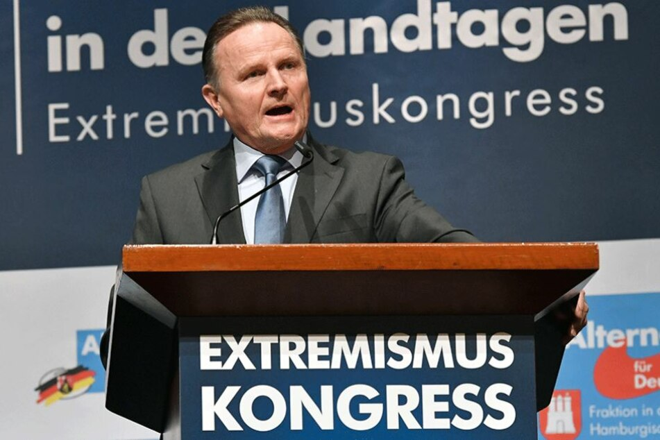 """Georg Pazderski, Vorsitzender der AfD-Fraktion im Berliner Abgeordnetenhaus, spricht beim Kongress """"Deutschland im Fadenkreuz""""."""