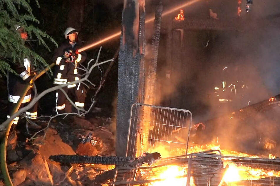Zahlreiche Einsatzkräfte der Feuerwehren aus der Region waren in Siedelsbrunn im Einsatz.