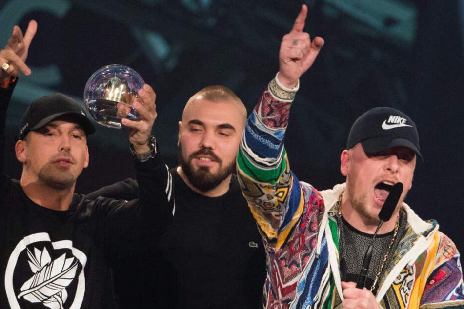 Rapper RAF Camora (links) und 187 Strassenbande-Mitglied Bonez MC erhalten einen Preis.