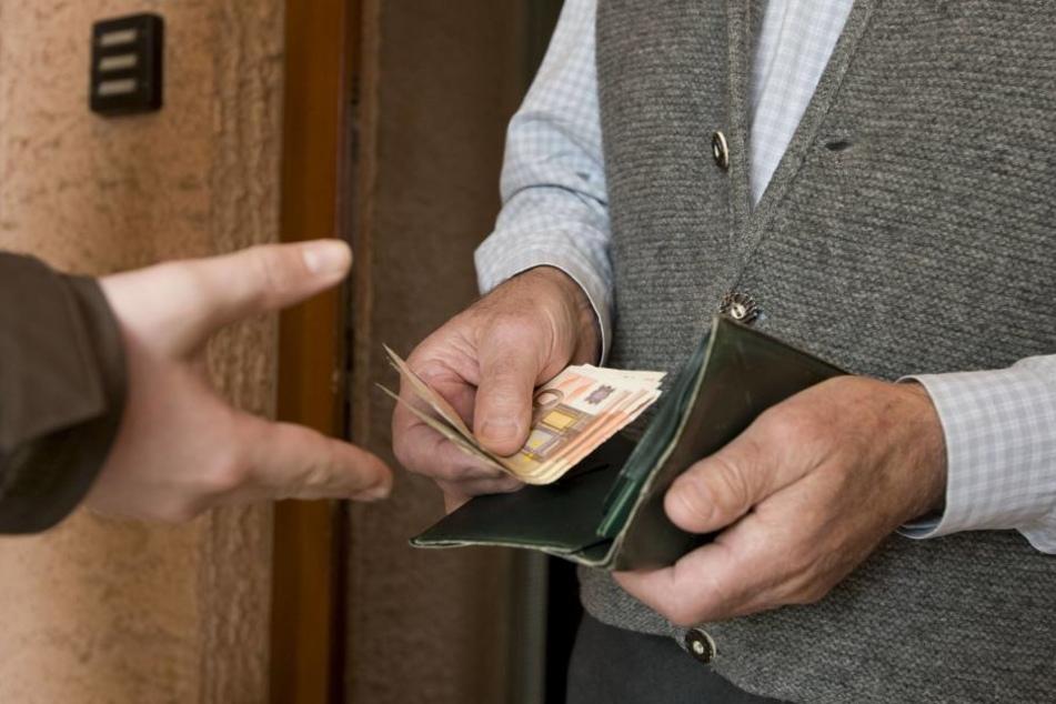 Der Pole steht im Verdacht in mindestens zwei Fällen mehrere hundert Euro ergaunert zu haben. (Symbolbild)