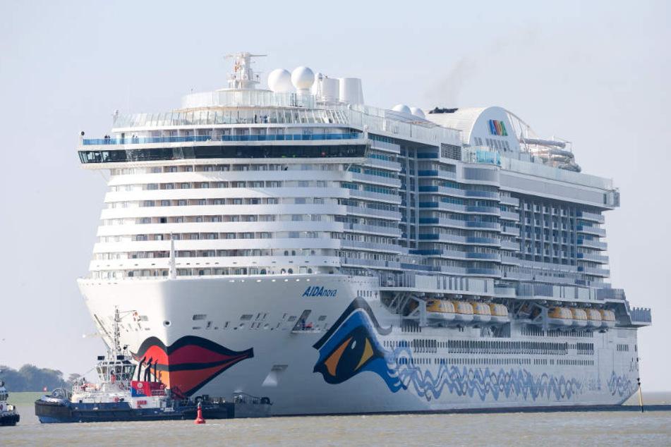 """Die """"AIDAnova"""" ist das erste Kreuzfahrtschiff mit Flüssiggasantrieb. Seit dem Brand an Bord liegt es im niederländischen Eemshaven (Archivbild)."""