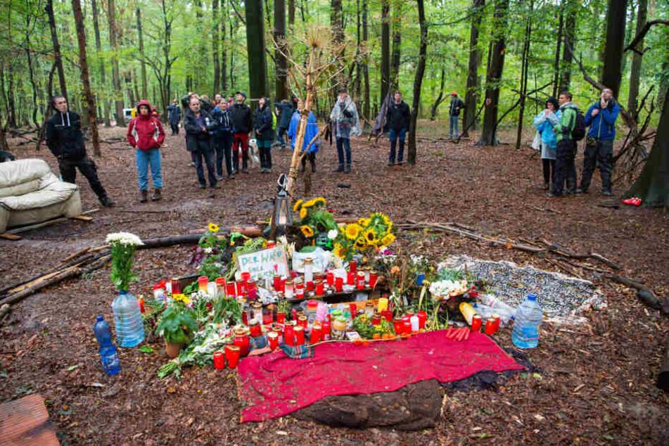 Die Gedenkstätte an der Stelle, an der ein Journalist gestorben war, muss am Dienstag geräumt werden.