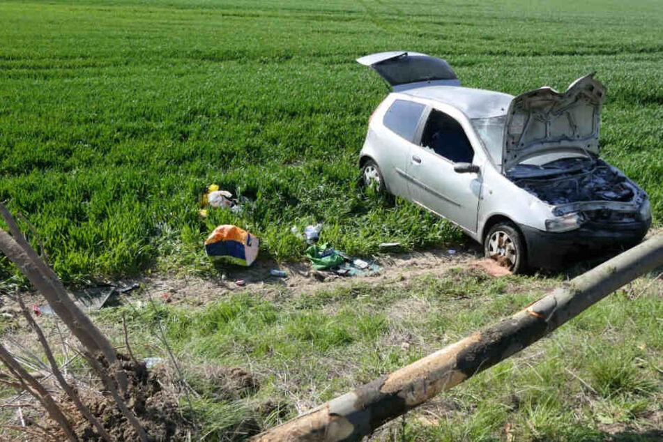 Schwerer Unfall auf der S43: Mazda will Auto überholen, plötzlich schert dieses nach links aus