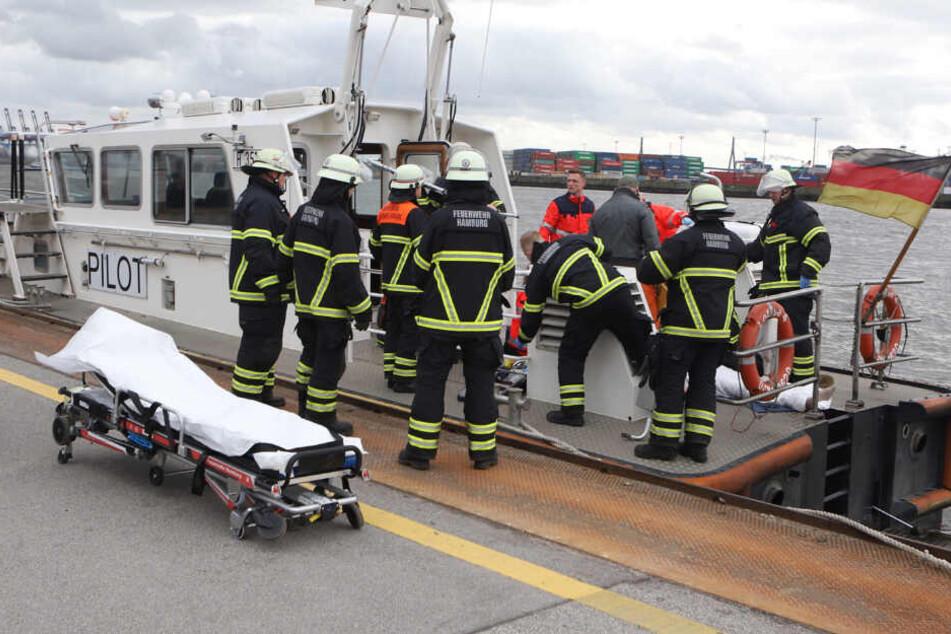 Hamburg: Mann stürzt von Fähre in eiskalte Elbe und muss reanimiert werden