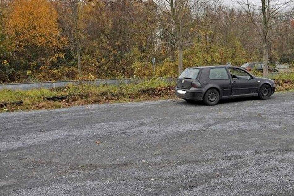"""Der Verletzte saß in dem VW Golf, der auf dem Parkplatz """"Peringsmaar"""" abgestellt war."""