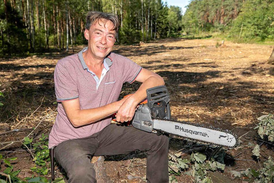 Daniel Prinz von Sachsen (44) ist froh, auch seine Kettensäge wieder zu haben.