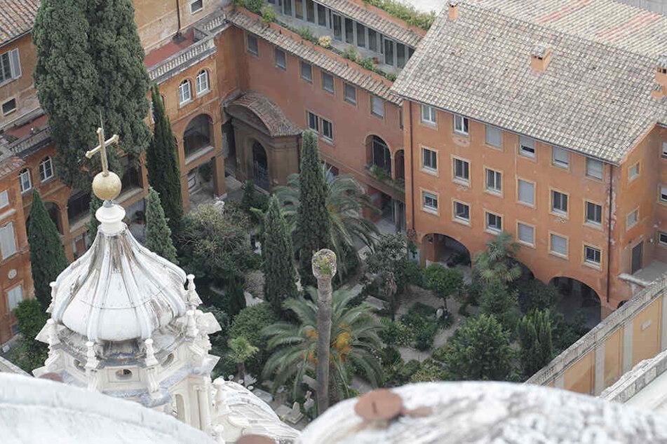 Blick auf den Deutschen Friedhof im Vatikan.
