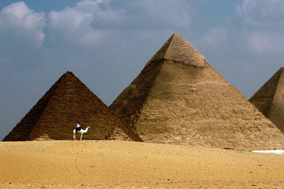 Auf der Cheopspyramide benahm sich ein dänisches Paar ziemlich unzüchtig.