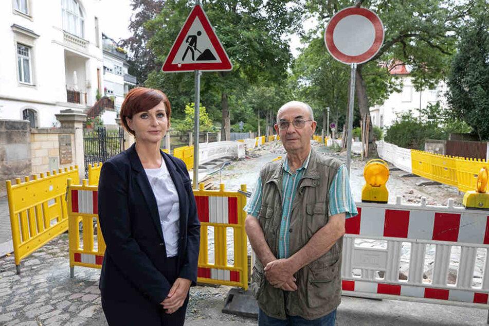 Kämpfen für Asphalt statt wildem Kopfsteinpflaster entlang der Jägerstraße: Regina Gerdiken (47) und Peter Költzsch (80).