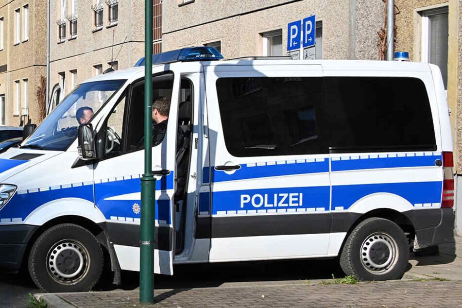"""Reichsbürger-Razzia in Dresden: Polizei hebt falsches """"Verkehrsamt"""" aus"""