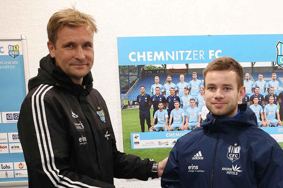 Mikko Sumusalo wird von CFC-Coach David Bergner begrüßt.