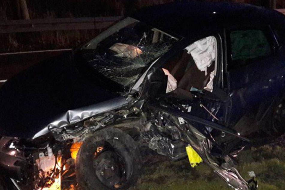 Aus diesem Auto kam der junge Mann mit nur leichten Verletzungen.