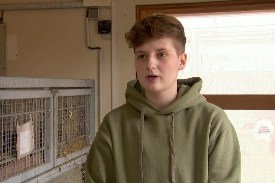 Der 21-jährige Alex ist einer der Auszubildenden im Tierheim Stendal. Er hatte bereits früh seine Leidenschaft für Tiere entdeckt. Diese will er nun zum Beruf machen.