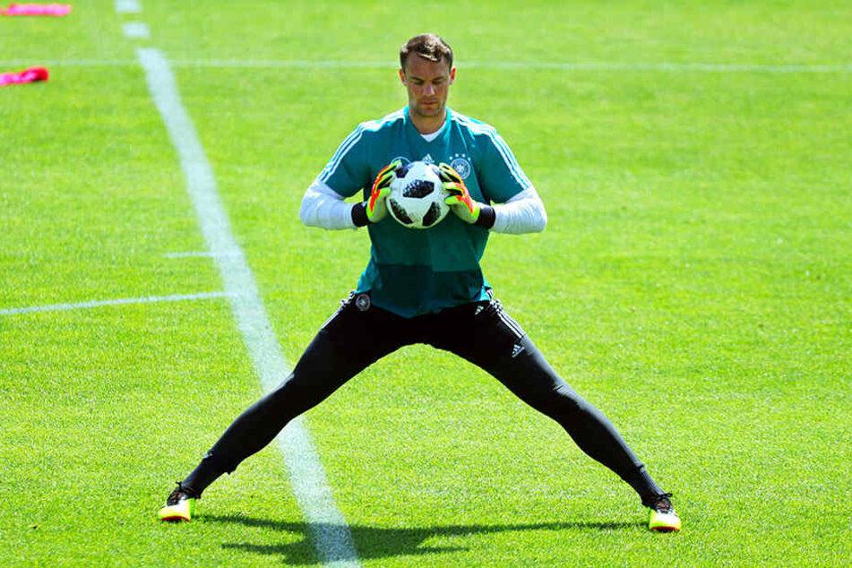 Manuel Neuer ist endlich wieder zurück im Tor und bestand den ersten großen Belastungstest problemlos.