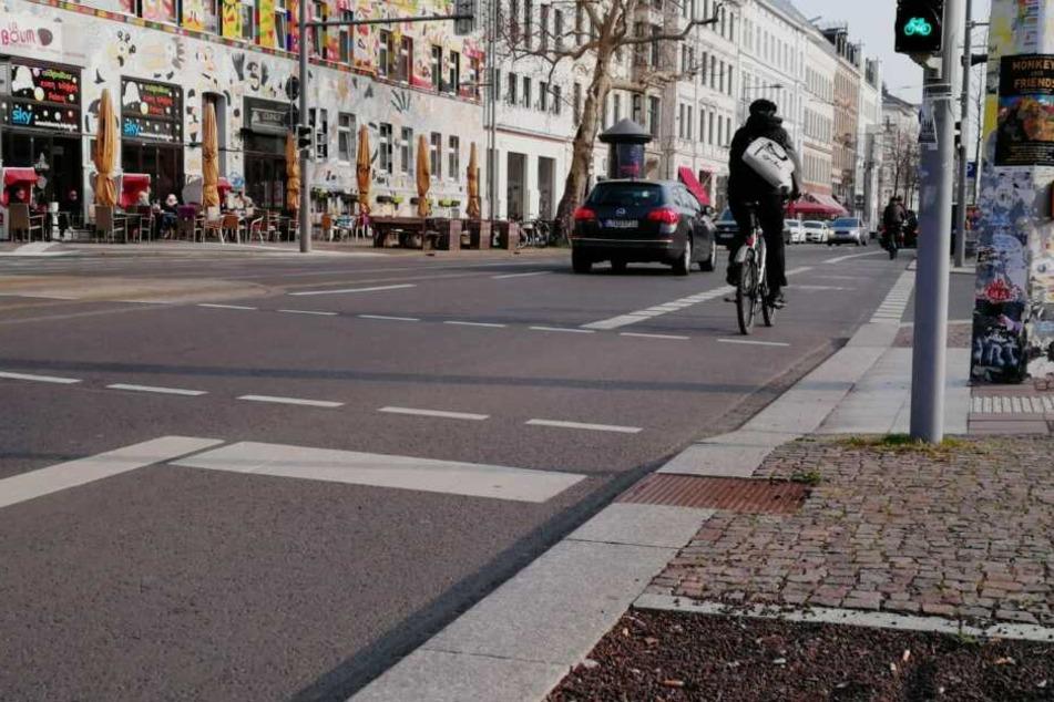 An der Kreuzung Karl-Liebknecht-Straße/Braustraße wurde eine der neuen Messstellen installiert, zählt ab sofort alle in den Süden fahrenden Radler.