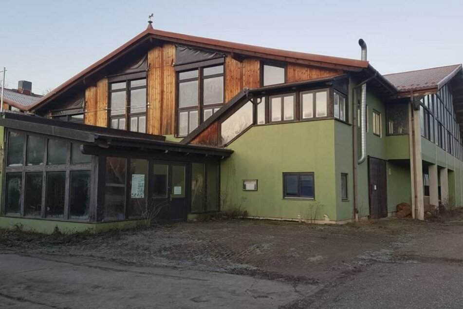 Das Gebäude soll offenbar abgerissen werden, um für die Beiersdorf-Ansiedlung in Seehausen einen Naturausgleich zu schaffen.