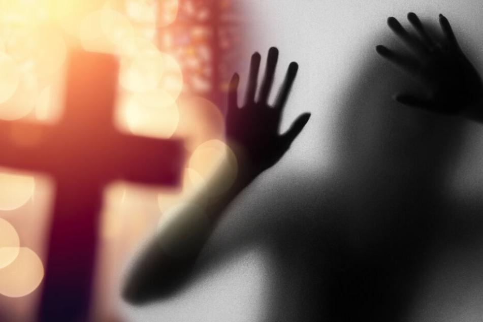 Grausiges Ritual: Student zerstückelt seine Freundin und verspeist sie mit seiner Mutter