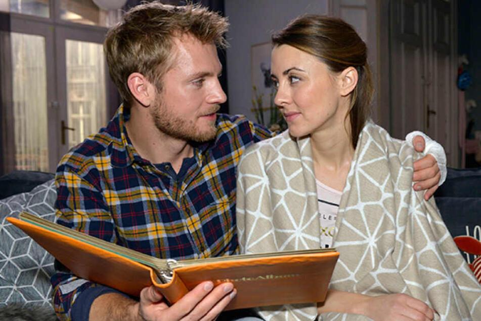 Endlich hat er sie wieder: Paul (Niklas Osterloh) und seine Schwester Miriam (Luisa Wietzorek) haben viel aufzuarbeiten.