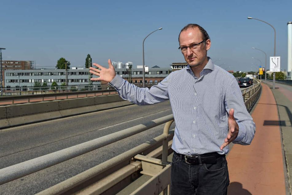 """""""Die Brücke wird auch nach der Notinstandsetzung regelmäßig auf Risse kontrolliert"""", so Robert Franke (42), kommissarischer Leiter des Straßen- und Tiefbauamtes."""