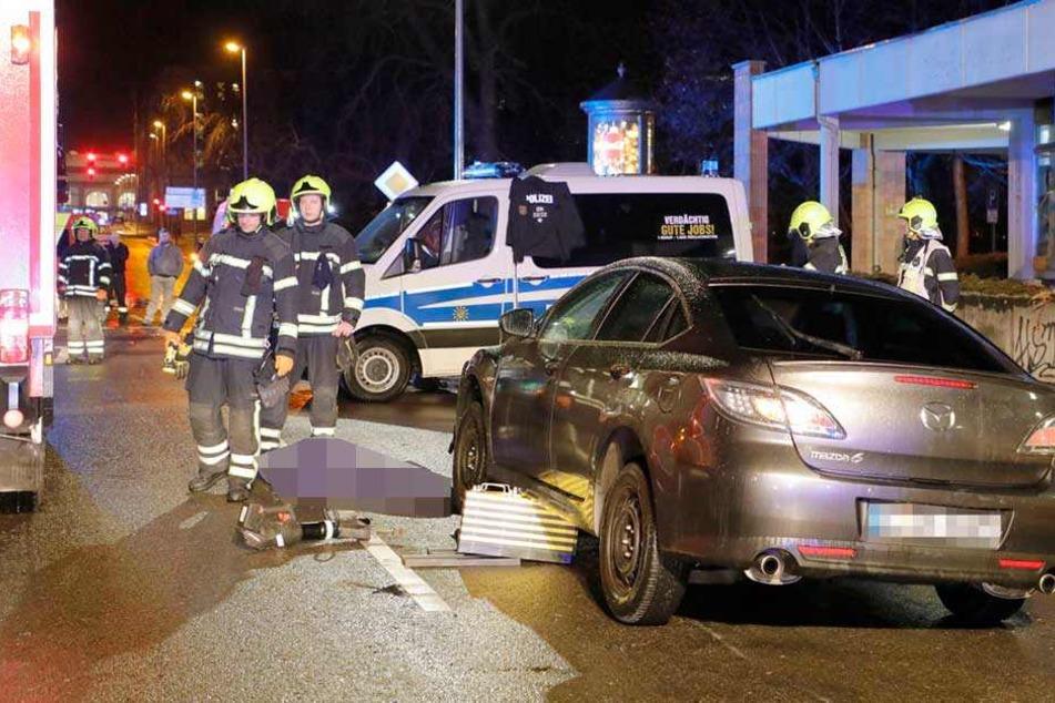 20-Jährige von Auto angefahren und im Gegenverkehr überrollt