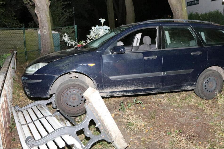 Am Dienstagabend endete in Berlin-Köpenick eine Verfolgungsjagd mit der Polizei für den Fahrer eines Ford Focus an einer Parkbank, kurz vor der Müggelspree.