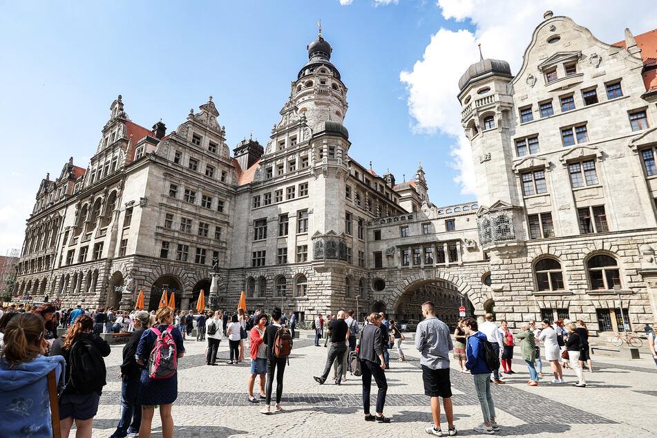 """Nicht nur am Sonntag, sondern noch bis zum 15. August, herrscht reges Treiben auf dem Burgplatz zum """"Familiensommer""""."""