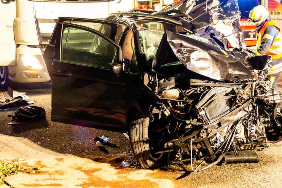 Der Fahrer des VW Touran hatte keine Überlebenschance.