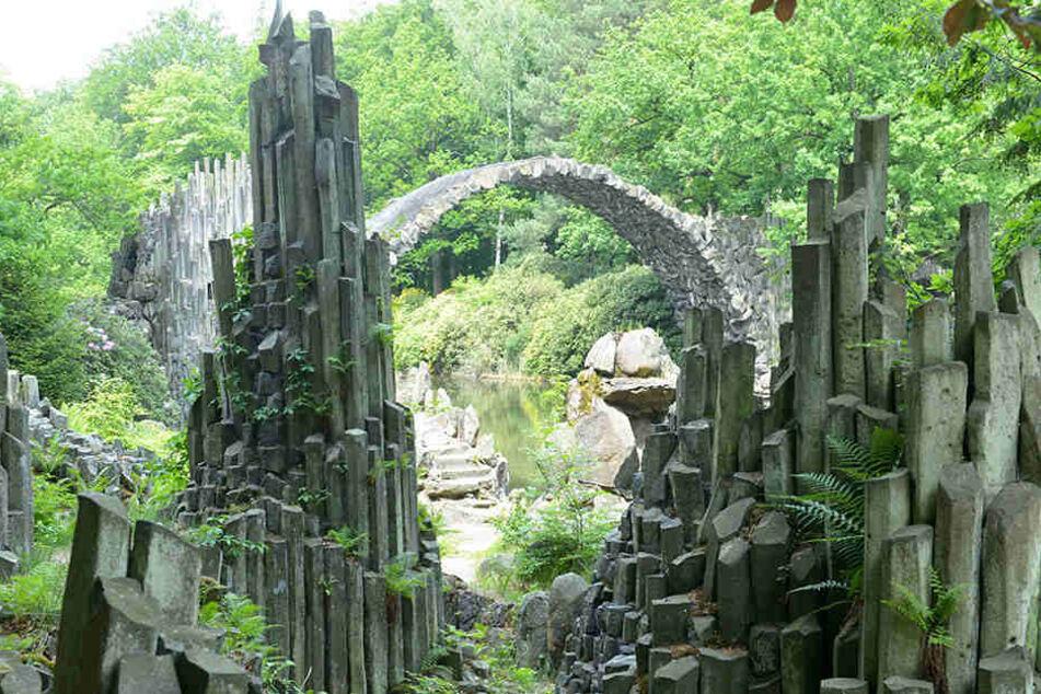 Die Brücke ist ein beliebtes Fotomotiv von Ausflüglern.