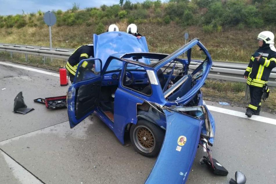 Das Heck des DDR-Vehikels ist komplett zerstört. Der Fahrer wurde schwer verletzt.