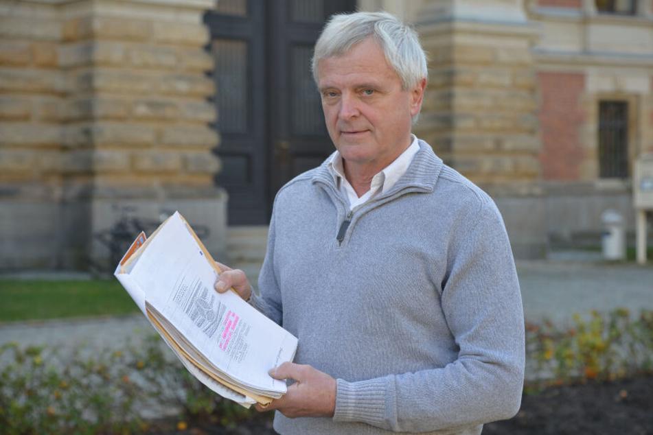Matthias Henke (64) fühlt sich von einem Autohändler betrogen. Er will seine angezahlten 5000 Euro zurück.