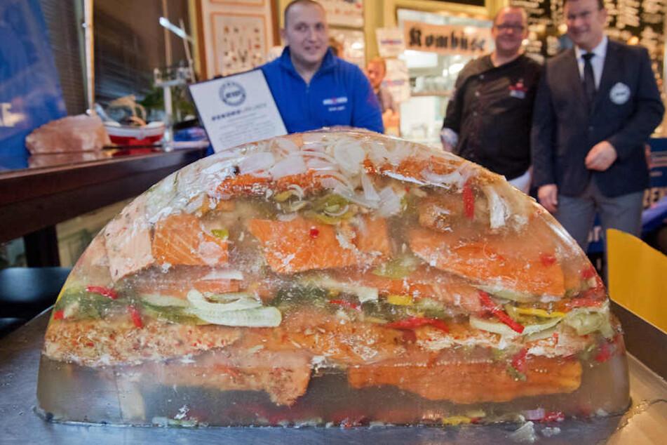 Auf Ostsee-Insel Usedom: Dieser Fischhaufen knackt wohl einen Weltrekord