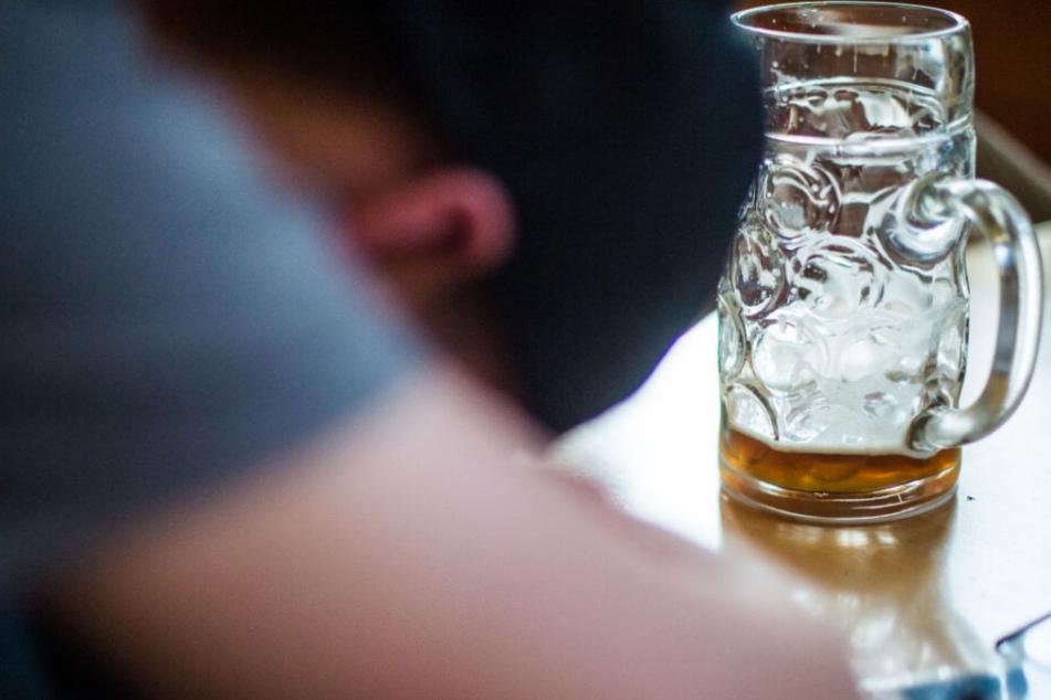 Der alkoholisierte Mann sei vorher mehrfach gestürzt (Symbolfoto).