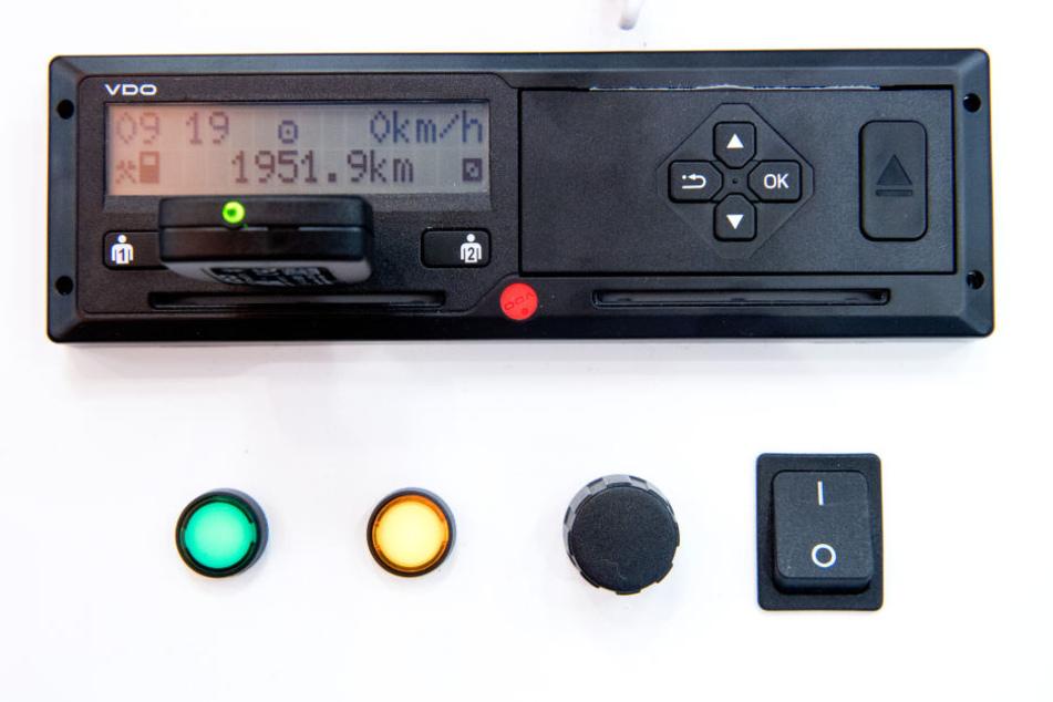Für die Manipulation eines digitalen Fahrtenschreibers musste der Besitzer blechen. (Symbolbild)