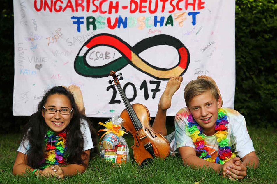 Friends forever: Florian (13) aus der Nähe von Radeberg und Viki (15) aus Ungarn haben sich im Bautzener Camp angefreundet