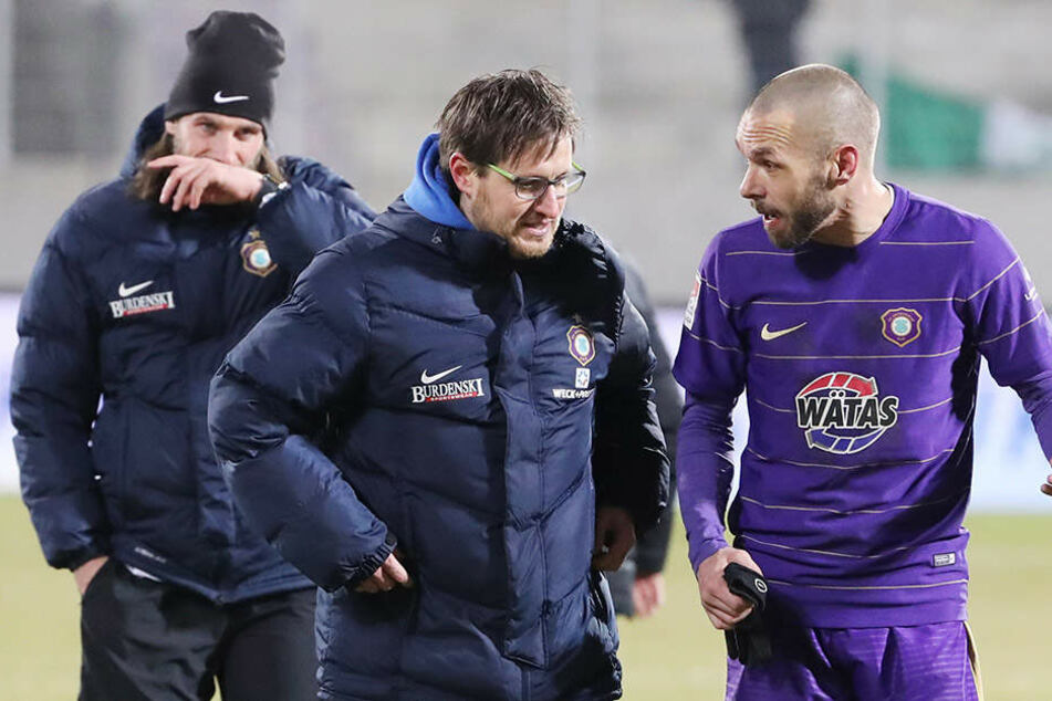 Routinier Christian Tiffert (r.) hat die Konditionsproblematik mit seinem Trainer Hannes Drews schon besprochen.