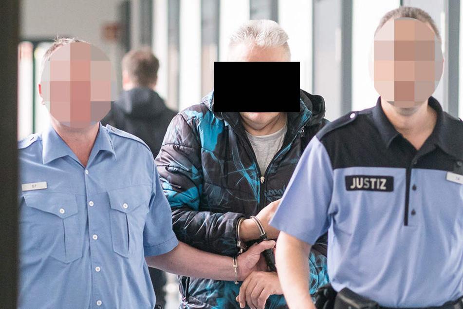 Nenad J. (60) wurde in Handschellen in den Gerichtssaal geführt.
