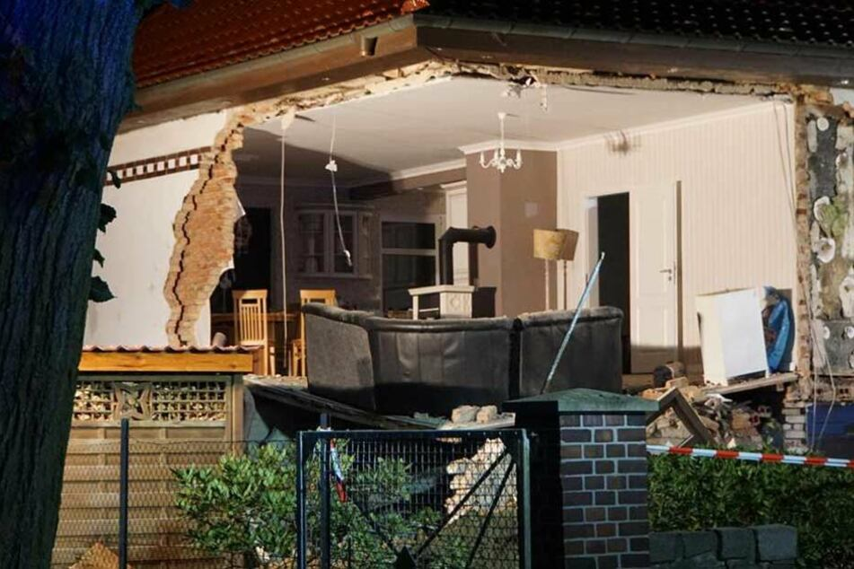 Zwei Wände des Hauses in Schulzendorf sind weggebrochen.