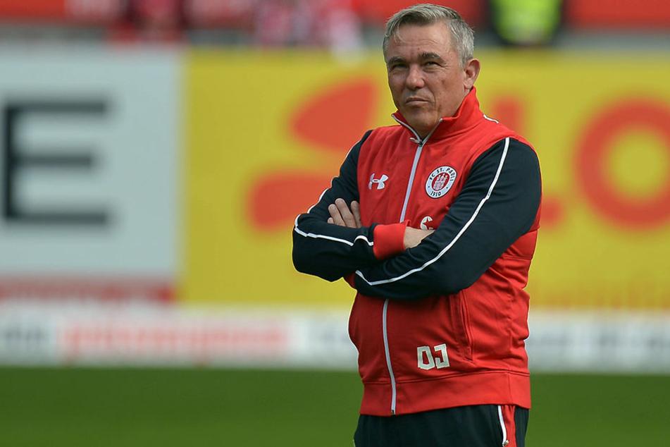 Pauli-Cheftrainer Olaf Janßen erwartet ein hartes Spiel gegen den SC Paderborn.