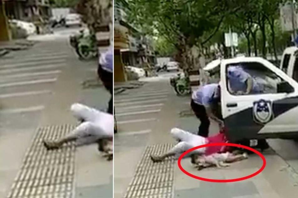 Polizisten werfen brutal Mutter zu Boden, die Baby auf Arm hat