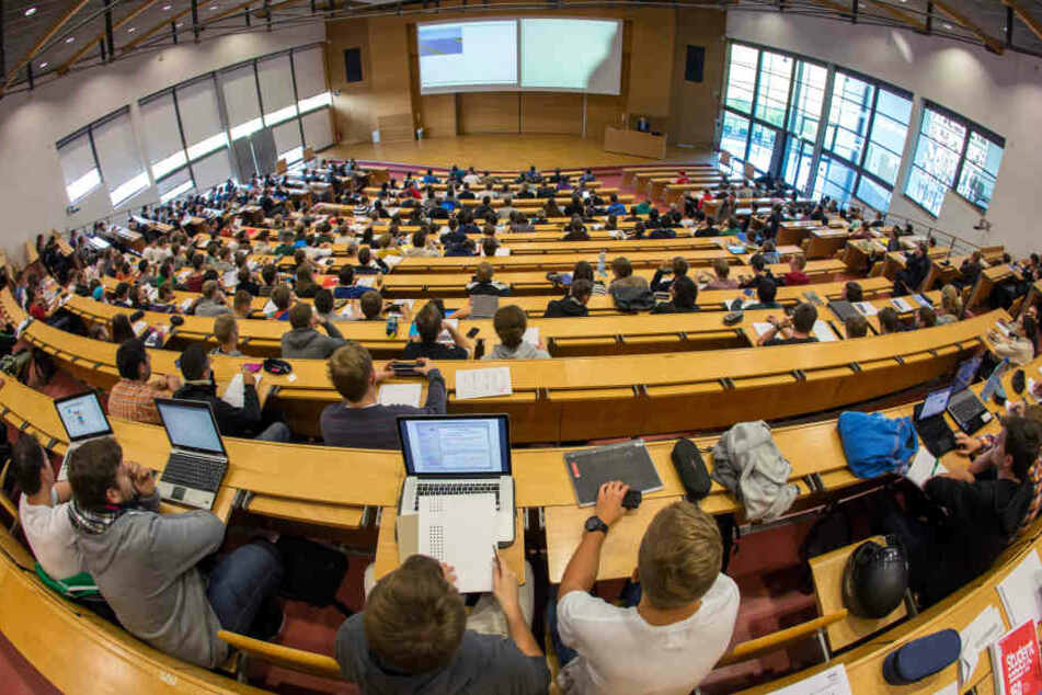 Schüler können in dem neuen Forschungszentrum den Unialltag kennenlernen.