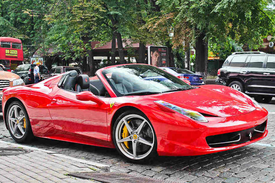 Glänzt im traditionellen Rot: Der Ferrari 458 Spider.
