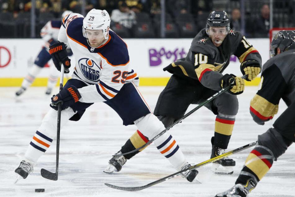Leon Draisaitl (24) führt derzeit die Scorerwertung der NHL klar an.