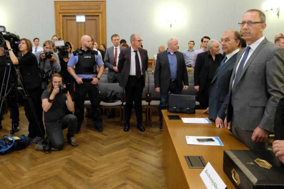Leipzig am Freitag: Sachsens AfD-Landesvorsitzender Jörg Urban (rechts) in einem Saal des Landesverfassungsgerichtshofs.