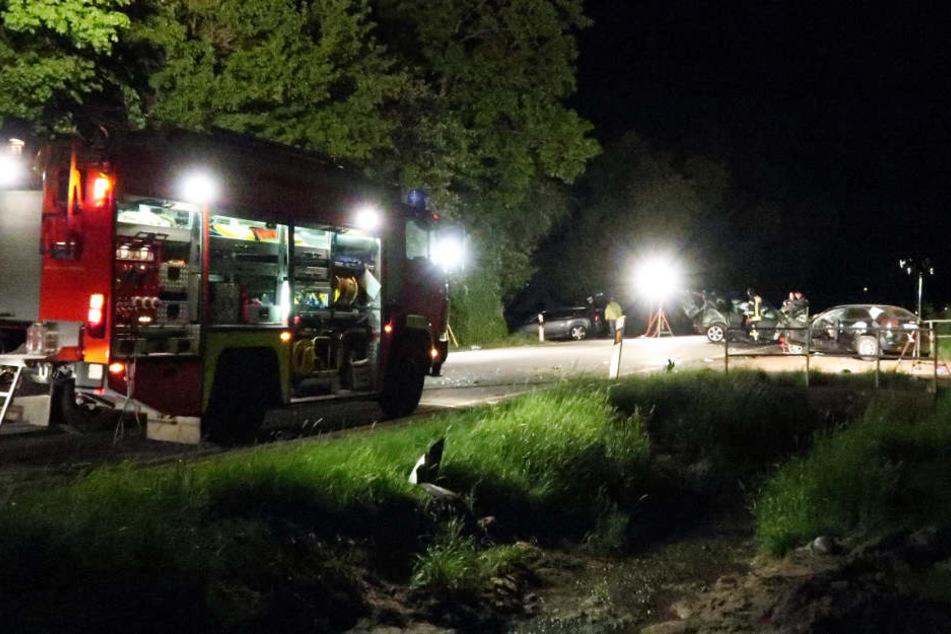 Für einen Mann war der Crash tödlich. Drei Personen wurden schwer, zwei Personen leicht verletzt.