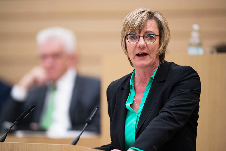 Finanzministerin Edith Spitzmann erwähnte, dass noch unklar ist, was dem frei werdenden Betrag von rund 300 Millionen Euro passieren soll.
