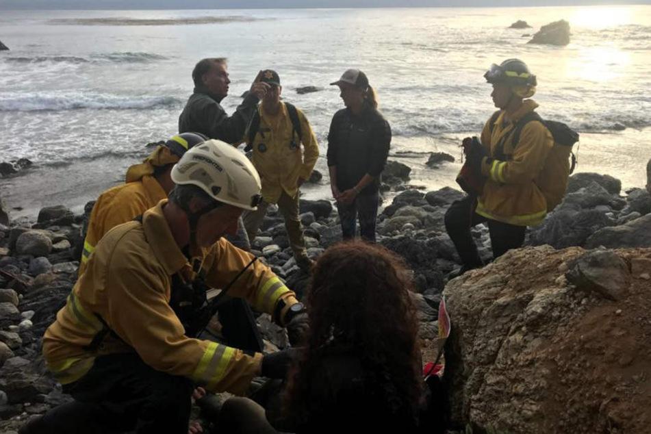 Eine vermisste Frau hat nach einem Sturz von einer Klippe an der Küste Kaliforniens sieben Tage lang im Wrack ihres Geländewagens überlebt.