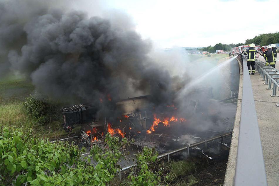 Der Lkw brannte auf der A14 aus.