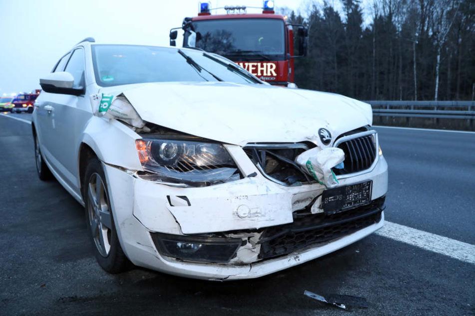 Der Fahrer des Skoda wurde bei dem Unfall verletzt.