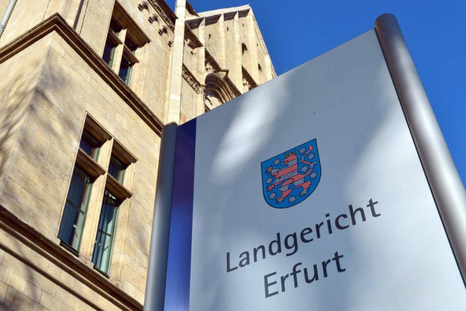 Vor dem Landgericht in Erfurt musste sich der Mann erklären.